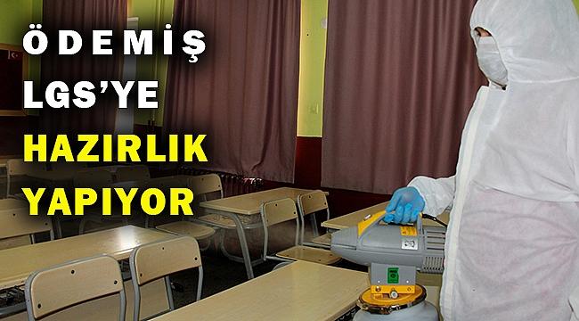 Ödemiş Belediyesi sınav merkezlerini dezenfekte ediyor
