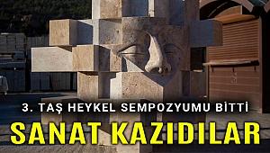 Heykeltıraşlar Karşıyaka'da taşlara sanat kazıdı