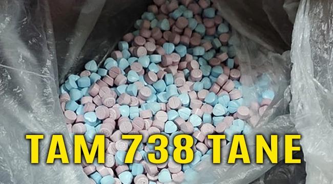 Manisa'da durdurulan otomobilde 738 uyuşturucu hap yakalandı