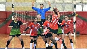 Alkışlar Bornova'nın Uçan Kızları'na