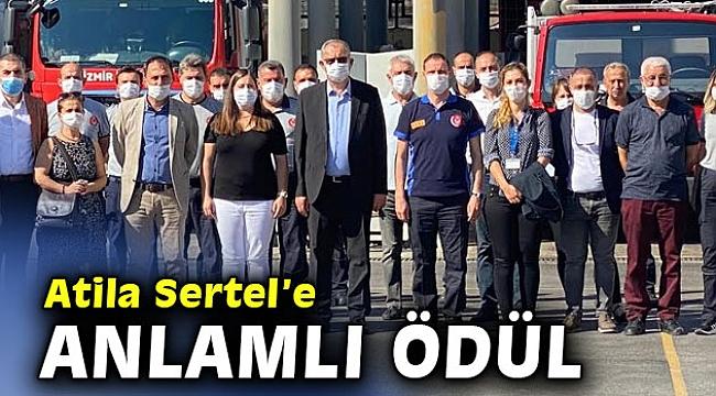 İzmirli itfaiyecilerden Atila Sertel'e anlamlı ödül