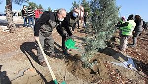 İzmir İli'nde 30 Noktada 20 Bin Fidan Toprakla Buluştu