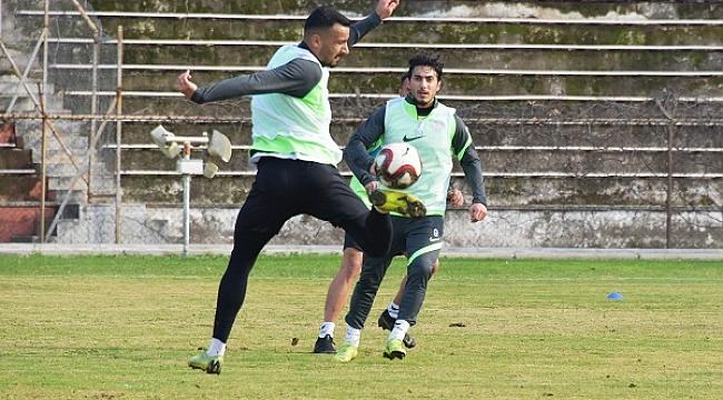 Aliağaspor FK, Antrenmanlarına ara vermiyor