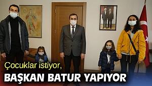 Başkan Batur çocukları kırmadı