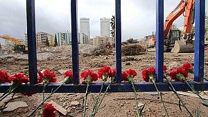 Depremde hayatını kaybedenler Bayraklı'da anıldı