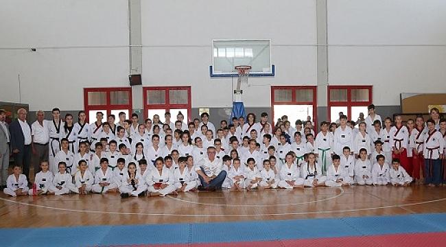 Gaziemirli sporcular madalyaları topladı