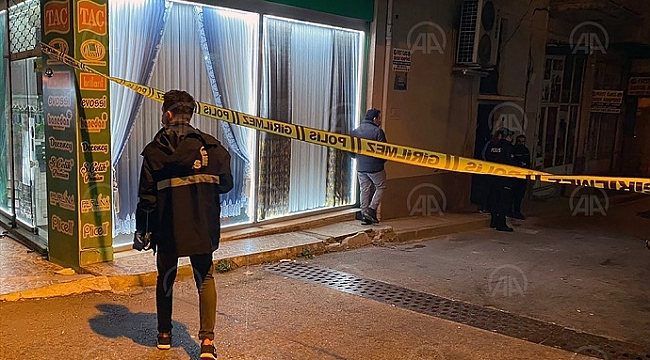 Karabağlar'da polisi döner bıçağı ile yaraladı
