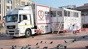 Türk Kızılay'ı Aliağa'da kan bağışı topluyor
