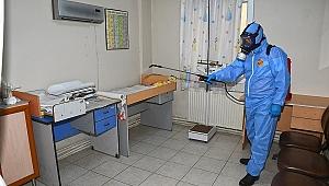 Karabağlar Belediyesi aşı merkezlerini de dezenfekte ediyor