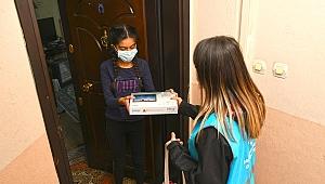 Karabağlar Belediyesi'nden öğrencilere tablet bilgisayar desteği