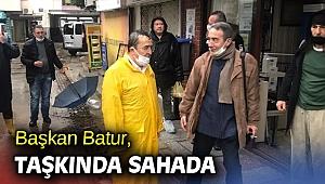 Başkan Batur, taşkında sahada!