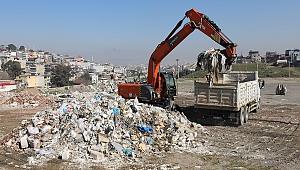 Gaziemir'de moloz mücadelesi: 480 ton moloz toplandı