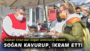 Başkan Oran'dan soğan üreticisine destek: Pazarda soğan kavurup, ikram etti