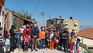 CHP Narlıdere gençliğinden miniklere bayram hediyesi