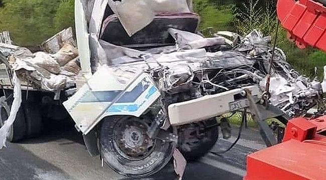 İzmir'de freni patlayan kamyon devrildi: 1 ölü