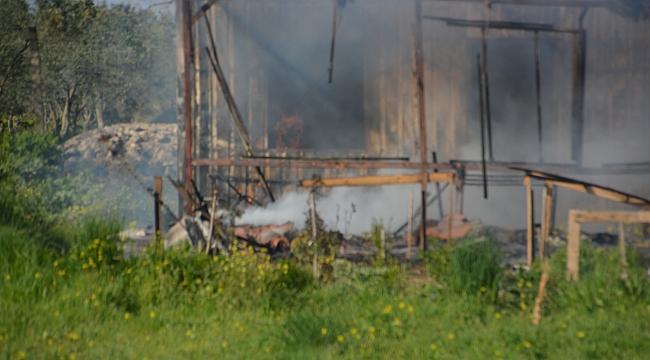 İzmir'de konteyner ev yangını: Karı-koca dumandan etkilendi