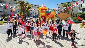 Karşıyaka'da Atatürk'ün çocuklarını bayram coşkusu sardı