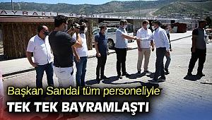 Başkan Sandal tüm personeliyle tek tek bayramlaştı