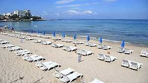 Kuşadası'nda plajlar misafirlerini bekliyor