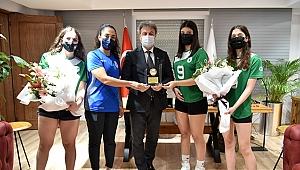 Bornova Belediyespor Takımı'ndan Başkan İduğ'a ziyaret