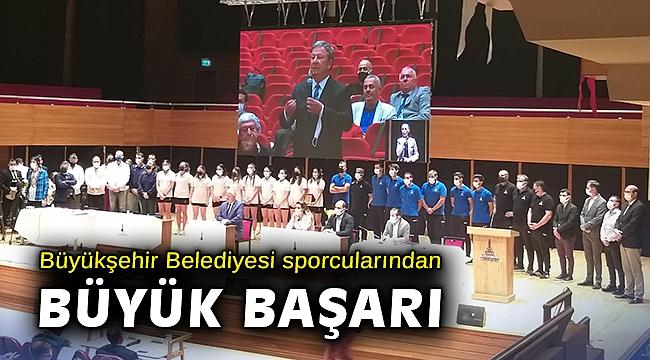 İzmir Büyükşehir Belediyesi sporcularından büyük başarı