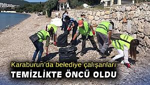 Karaburun'da belediye çalışanları temizlikte öncü oldu