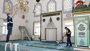 Buca'da Kurban Bayramı öncesi camiler pırıl pırıl