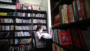 Karabağlar'da çocuklar yaz tatilini kitaplarla değerlendiriyor
