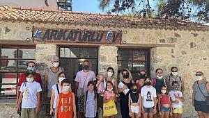 Karaburun'da çocuklar Karikatürlü Ev'de mizahla tanışıyor