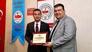 Yılın en başarılı Belediye Başkanı ödülünü İsmail Yetişkin aldı