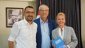 CHP'li Vekil Kani Beko'dan, İzmir Gazeteciler Cemiyeti Başkanı Dilek Gappi'yi ziyaret