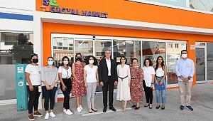 """Gaziemir'in """"İyilik Merkezi"""" Sosyal Market 1 yaşında"""