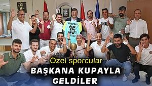 Karşıyakalı şampiyonlar kupayı Başkan Tugay'a götürdü