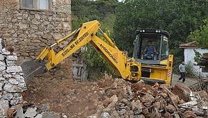Orman şehidi Erdal Tovka'nın baba ocağında onarım devam ediyor