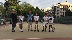 Bostanlıspor tenis 12 yaşta kürsüye çıktı
