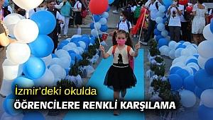 İzmir'deki okulda öğrencilere renkli karşılama