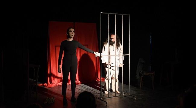 Tiyatroda Carmen oyunlarının performansı ayakta alkışlandı