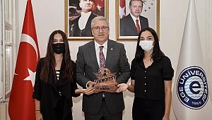 EÜ'nün ödüllü öğrencilerinden Rektör Budak'a ziyaret