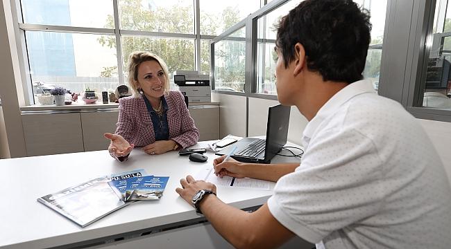 Gaziemir Belediyesi, her ay ortalama 70 kişinin iş sahibi olmasını sağlıyor