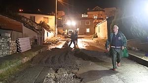Urla'da belediye ekipleri gece boyunca çalıştı